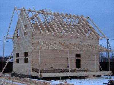 Скользящая стропильная конструкция на полутораэтажном доме