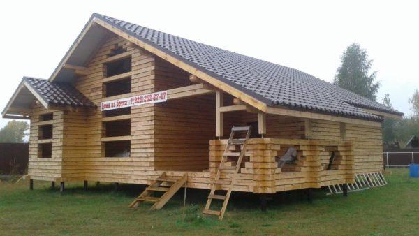 Теплый дом из бруса 150х200мм, сборка на мох